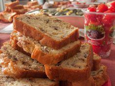 farine, levure, oeuf, huile, lait, emmental, sel, poivre, noix, lardons, roquefort, amande, lardons, champignon, olives, herbes de Provence...
