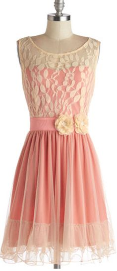 Sweet dress in lace and chiffon http://rstyle.me/n/embsznyg6