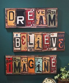 Cool idea license plate crafts, old license plates, license plate art, licence plates License Plate Crafts, Old License Plates, License Plate Art, Licence Plates, License Plate Ideas, Upcycled Vintage, Repurposed, Do It Yourself Upcycling, Wall Decor