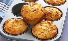 Ham and pineapple muffins - Make a batch of these more-ish muffins to keep in the freezer so that you never have to worry about school lunches again. Muffin Recipes, Breakfast Recipes, Snack Recipes, Cooking Recipes, Savoury Baking, Savoury Cake, Pineapple Muffins, Savory Muffins, Pizza Muffins