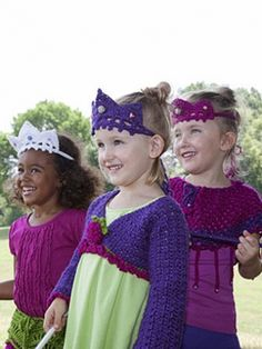 Free Pattern - Your kids can play #princess dress up with a sparkly #crochet wand and tiara. #halloween