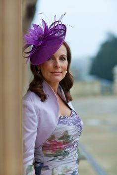 not this exactly, but something light with a bit of brim to shade the eyes. Mother of bride hat Mother Of The Bride Inspiration, Mother Of The Bride Hats, Coco Fashion, Purple Fashion, Vintage Wedding Hats, Mother Of The Groom Hairstyles, Occasion Hats, Short Wedding Hair, Hairstyle Wedding