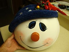 pot lid snowman--Something cool to do with all those lids missing pots!