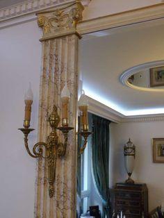 Pilastre en faux marbre Restaurant, Columns, Decoration, Stained Glass, Oversized Mirror, Marble, Villa, Dining Room, Flooring