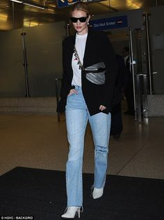 Rosie Huntington-Whiteley suits up in a blazer as she returns to LAX Daily Fashion, Fashion Photo, Fashion Models, Women's Fashion, Mafia Outfit, Looks Style, My Style, Topshop Outfit, Fall Outfits