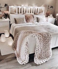 bedroom decor ideas for teens; Small and warm cozy bedroom i… cozy bedroom ideas; bedroom decor ideas for teens; Small and warm cozy bedroom ideas; Dream Bedroom, Lux Bedroom, Master Bedrooms, Bedroom Neutral, Tumblr Bedroom, Bedroom Lamps, Bedroom Vintage, Bedroom Ideas Grey, Warm Bedroom