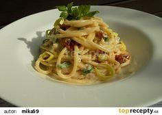 Jednoduchá pórková omáčka se sušenými rajčaty recept - TopRecepty.cz Spaghetti, Ethnic Recipes, Food, Essen, Meals, Yemek, Noodle, Eten