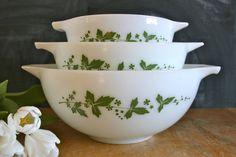 Vintage JAJ Pyrex Hawthorn mixing bowls