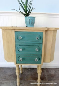 another Martha Washington sewing table painted Furniture Projects, Furniture Makeover, Furniture Decor, Painted Furniture, House Projects, Sewing Cabinet, Old Sewing Machines, Sewing Box, Annie Sloan Chalk Paint