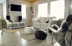 Tarja's Snowland http://tarja-snowland.blogspot.fi Log home, scandinavian white, moroccan ottoman, lundia soihtu floor