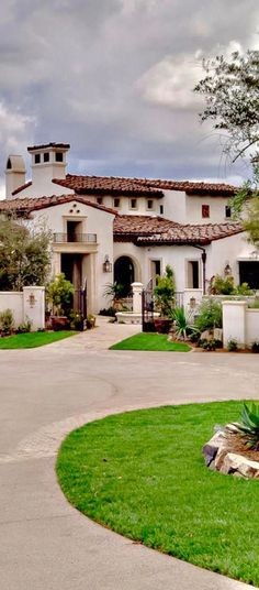 Spanish style homes – Mediterranean Home Decor Hacienda Style Homes, Spanish Style Homes, Spanish House, Mediterranean Architecture, Mediterranean Home Decor, Luxury Homes Dream Houses, Tuscan Style, Dream Home Design, House Colors