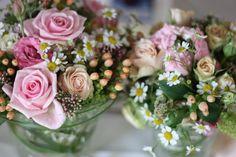 Center pieces - Blumenarrangements - Rosamunde Pilcher inspirierte Sommerhochzeit in Pfirsich, Apricot, Pastelltöne - Heiraten in Garmisch-Partenkirchen, Bayern, Riessersee Hotel, Seehaus am Riessersee - Hochzeit am See in den Bergen - Peach and Pastell wedding