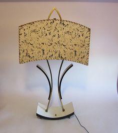 VTG 1950,s MAJESTIC RETRO TABLE LAMP FIBERGLASS SHADE MID - CENTURY MODERN