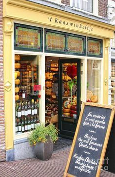 't Kaaswinkeltje cheese shop - Gouda, South Holland, Netherlands ♡ fromage ♡ cheese ♡ Käse ♡ formatge ♡ 奶酪 ♡ 치즈 ♡ ost ♡ queso ♡ τυρί ♡ formaggio ♡ チーズ ♡ kaas ♡ ser ♡ queijo ♡ сыр ♡ sýr ♡ קעז ♡ South Holland, Holland Netherlands, Gouda Netherlands, Amsterdam Netherlands, Leiden, Boutiques, Cheese Shop, Shop Fronts, Shop Around