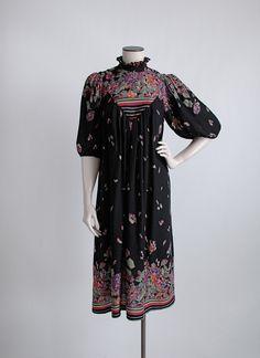 1970s abstract print black rayon dress hemlockvintage.com