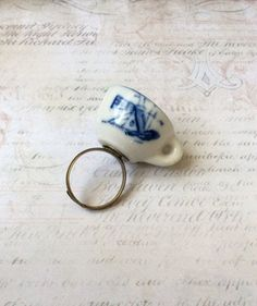 Adjustable teacup ring by PrettyRandomCrafts on Etsy, £6.00