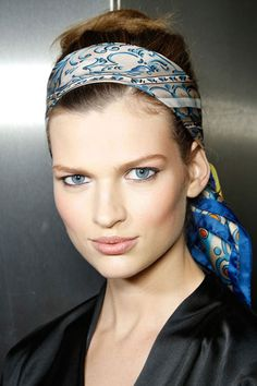 Dolce and Gabbana Hair Trend - Best Hair Trends for Spring 2013 - Harper's BAZAAR fun way to wear hair back on a hot day Spring Hairstyles, Cool Hairstyles, Styling Gel, Growing Out Bangs, Undone Look, Low Chignon, Bandana Hairstyles, Headband Styles, Scarf Headbands