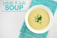 Potato-and-Leek-Soup, a delicious soup served with a crusty bread roll. Soup Recipes, Cooking Recipes, Chicken Recipes, Cup Of Soup, Chicken Gnocchi Soup, Potato Leek Soup, Winter Soups, Homemade Soup, How To Cook Chicken