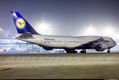 Night flight - LH Boeing 747-800