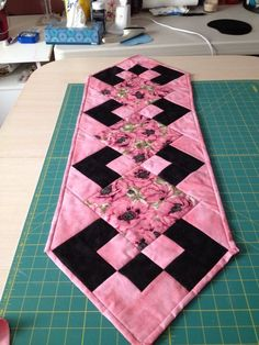 Red Bouquet Polka Dot Quilted Table Runner and Placemat Set Quilted Table Runners Christmas, Patchwork Table Runner, Halloween Table Runners, Table Runner And Placemats, Table Runner Pattern, Quilt Table Runners, Table Topper Patterns, Quilted Table Toppers, Diy Crafts Images