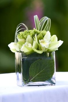 modern tropical wedding flowers, cute for the table.