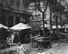 piazza vittorio post mercato 1913 Ellis Island, Rome Travel, Lost City, Vintage Italian, Old Photos, Past, Street View, History, World