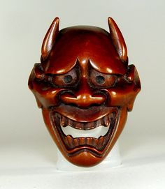 The Hannya mask represents jealous female demon in noh and kyōgen Japanese traditional theater plays and Shinto Kagura ritual dances. The mask has a learing mouth, sharp teeth, metallic eyes and two sharp devil-like horns. Japanese Hannya Mask, Japanese Mask, Hannya Mask Tattoo, Oni Mask, Traditional Literature, Ritual Dance, Drama Masks, Female Demons, Reaper Tattoo