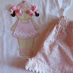 Descubre nuestros conjuntos de verano para niña. Camiseta con diseño en tela bordada a juego con los pantalones cortos. Elige telas y diseño!