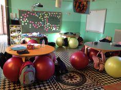 Το σχολείο του Φουρφουρά εκπλήσσει και πάλι Μπάλες γυμναστικής αντί για καρέκλες και ευτυχισμένα παιδιά Πηγή: www.lifo.gr