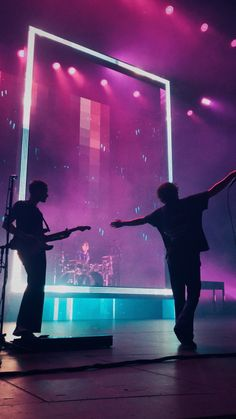 Night Aesthetic, Music Aesthetic, Pink Aesthetic, Matthew Healy, Cute Wallpaper Backgrounds, Cute Wallpapers, The 1975 Poster, The 1975 Live, The 1975 Wallpaper