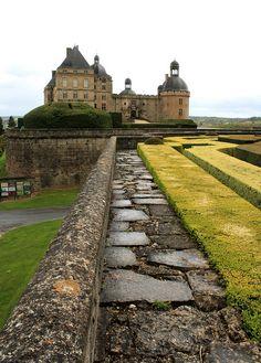 Ever After castle, (Château de Hautefort, Dordogne, Aquitaine, France) La Dordogne, Loire, Beautiful Castles, Beautiful Places, The Places Youll Go, Places To See, Photo Chateau, Palaces, Monaco