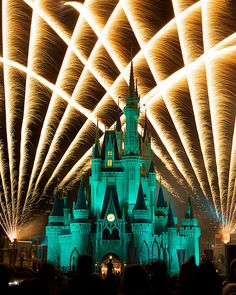 Disney World Attendance: Busiest & Least Crowded Times Of The Year #DisneyWorld