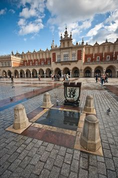 Market Square and Cloth Hall, Kraków Places Around The World, Travel Around The World, Around The Worlds, Krakow Poland, Warsaw Poland, Poland Cities, Central Europe, Best Cities, Eastern Europe