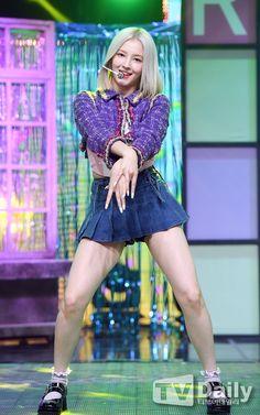 Nancy Jewel Mcdonie, Nancy Momoland, Kpop Girl Groups, Kpop Girls, Pleated Mini Skirt, Mini Skirts, Yoon Sun Young, South Indian Actress Hot, Beautiful Muslim Women