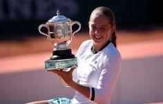 "Roland-GarrosVerified account @rolandgarros    💬 Jelena Ostapenko, vainqueur de Roland-Garros 2017 : ""J'aime vraiment frapper fort dans la balle"" #RG17"