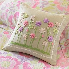 Dainty Loops - Decoração: Almofada com bordado (by Jessica Santin. on imgfave Silk Ribbon Embroidery, Hand Embroidery Patterns, Cross Stitch Embroidery, Embroidery Designs, Fabric Crafts, Sewing Crafts, Brazilian Embroidery, Sewing Pillows, Wool Applique
