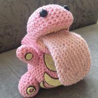 Well, hello there, you little bugger… Kostenlose Anleitungt / free pattern (pdf-file) schlurp-lickit Pokemon Crochet Pattern, Crochet Geek, Cute Crochet, Crochet Crafts, Crochet Dolls, Yarn Crafts, Crochet Projects, Knit Crochet, Beginner Crochet
