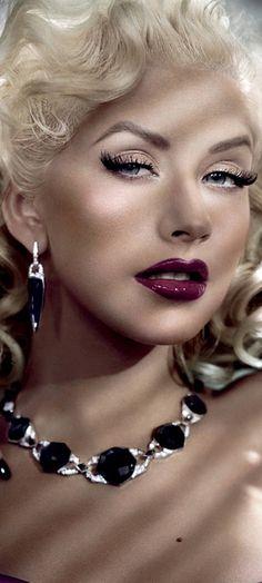 Christina Aguilera- old Hollywood glam Diane Kruger, Hollywood Glamour, Old Hollywood, Hollywood Divas, Hollywood Style, Classic Hollywood, Vestidos Retro, Beautiful Christina, Gisele Bündchen