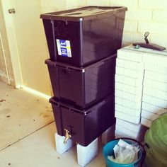 Did you know that it's super easy to build a worm farm? And a LOT cheaper if you DIY? Composting with the help of worms means that you'll be contributing a lot less junk to landfill. It…