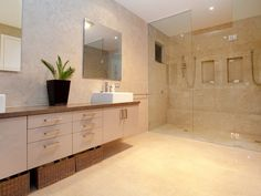 Modern bathroom design with built-in shelving using ceramic - Bathroom Photo 503086