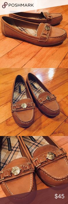 Tommy Hilfiger Leather Loafers Gorgeous like new leather loafers, clean inside and out, size 9, these are so comfy Tommy Hilfiger Shoes Flats & Loafers