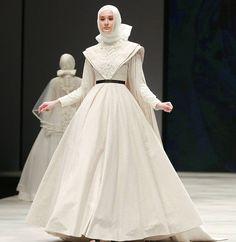 Walk like #ALady #TheWhiteRoses . Hijabstylist: @sammyngr @afsyah by byayudyahandari