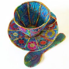 Textile teacup, saucer and teaspoon by Sue Trevor Thread Art, Thread Painting, Garra, Fabric Crafts, Sewing Crafts, Freehand Machine Embroidery, Fabric Bowls, Creative Textiles, Small Sewing Projects