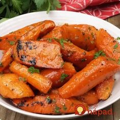 Honey Garlic Roasted Carrots are delicious, tender and tossed in a sweet honey garlic butter sauce. Honey Garlic Roasted Carrots are delicious, tender and tossed in a sweet honey garlic butter sauce. Garlic Butter Sauce, Garlic Butter Chicken, Buffalo Chicken Dip Recipe, Chicken Wing Recipes, Tailgating Recipes, Tailgate Food, Roasted Glazed Carrots, Roasted Potatoes, Poppers Recipe