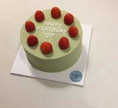Pretty Birthday Cakes, Pretty Cakes, Cake Birthday, Mini Cakes, Cupcake Cakes, Frog Cakes, Simple Cake Designs, Korean Cake, Korean Food