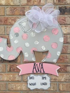 Elephant Wall Art in Pink and Gray. Elephants are cuter with polka dots by Louisianabluebird Baby Elephant Nursery, Elephant Theme, Girl Nursery, Paisley Nursery, Nursery Ideas, Shower Bebe, Girl Shower, Baby Elefante, Baby Door Hangers