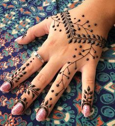 This vine combo of mine is requested a lot this time I changed it up a bit. From… – Henna Henna Hand Designs, Pretty Henna Designs, Indian Henna Designs, Bridal Henna Designs, Mehndi Designs For Hands, Henna Tattoo Designs, Mehandi Designs, Henna Tatoos, Simple Henna Tattoo