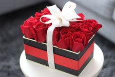 A classy flower arrangement perfect for Valentine's Day. – Valentine's Day Valentine Gift Baskets, Valentines Gift Box, Valentines Flowers, My Funny Valentine, Valentine Nails, Valentine Ideas, Flower Box Gift, Flower Boxes, Valentine's Day Flower Arrangements