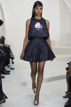 Rêverie et jeu de textures chez Christian Dior. Ce midnight blue!