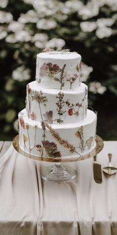 Wedding Cake Edible Flowers, Pretty Wedding Cakes, Small Wedding Cakes, Fondant Wedding Cakes, Floral Wedding Cakes, Themed Wedding Cakes, Wedding Cake Rustic, Rustic Cake, Floral Cake